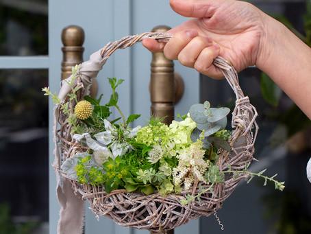春のお花を使ったカゴリースarrangement