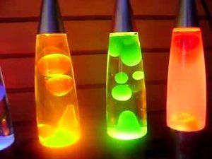 O funcionamento de uma luminária de plasma