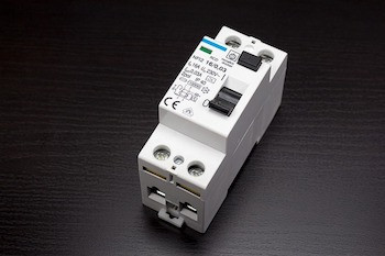 circuit-breakers-1167327_640