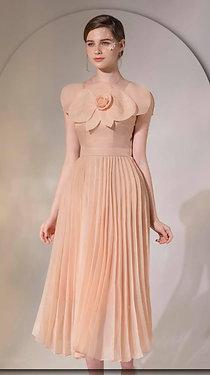 T09- váy cam xếp ly đính hoạ tiết cánh hoa ngực