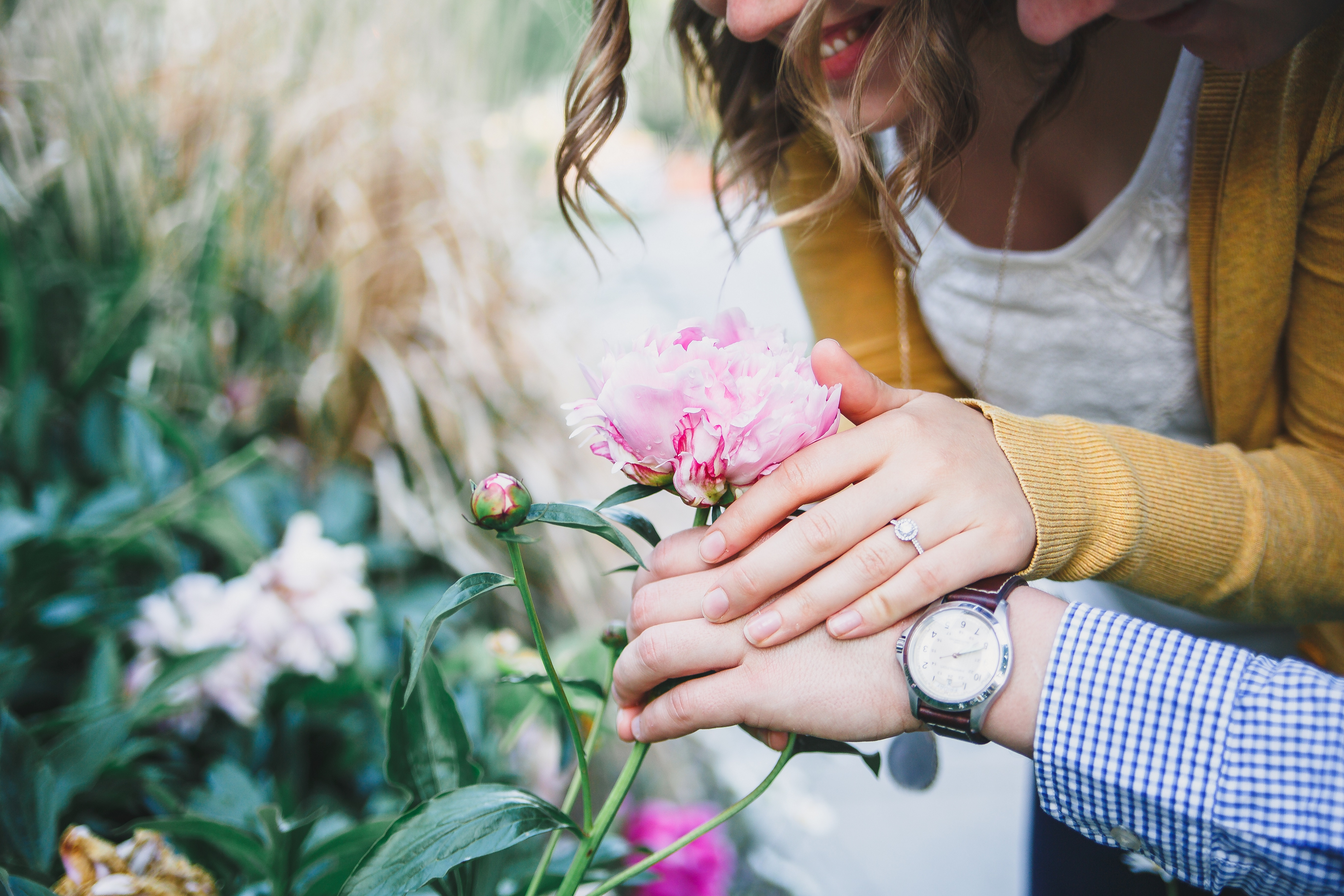 Iowa Engagement Photographer Peony