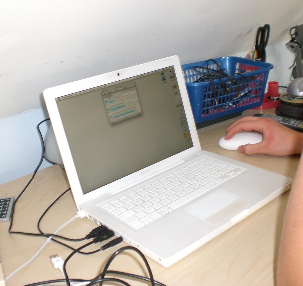 James' MacBook set up 2008