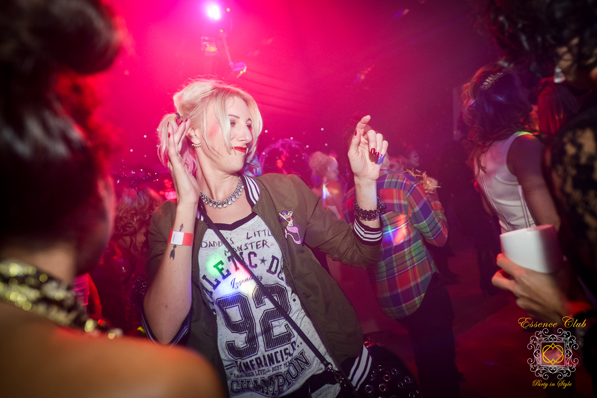 Essence club dance night