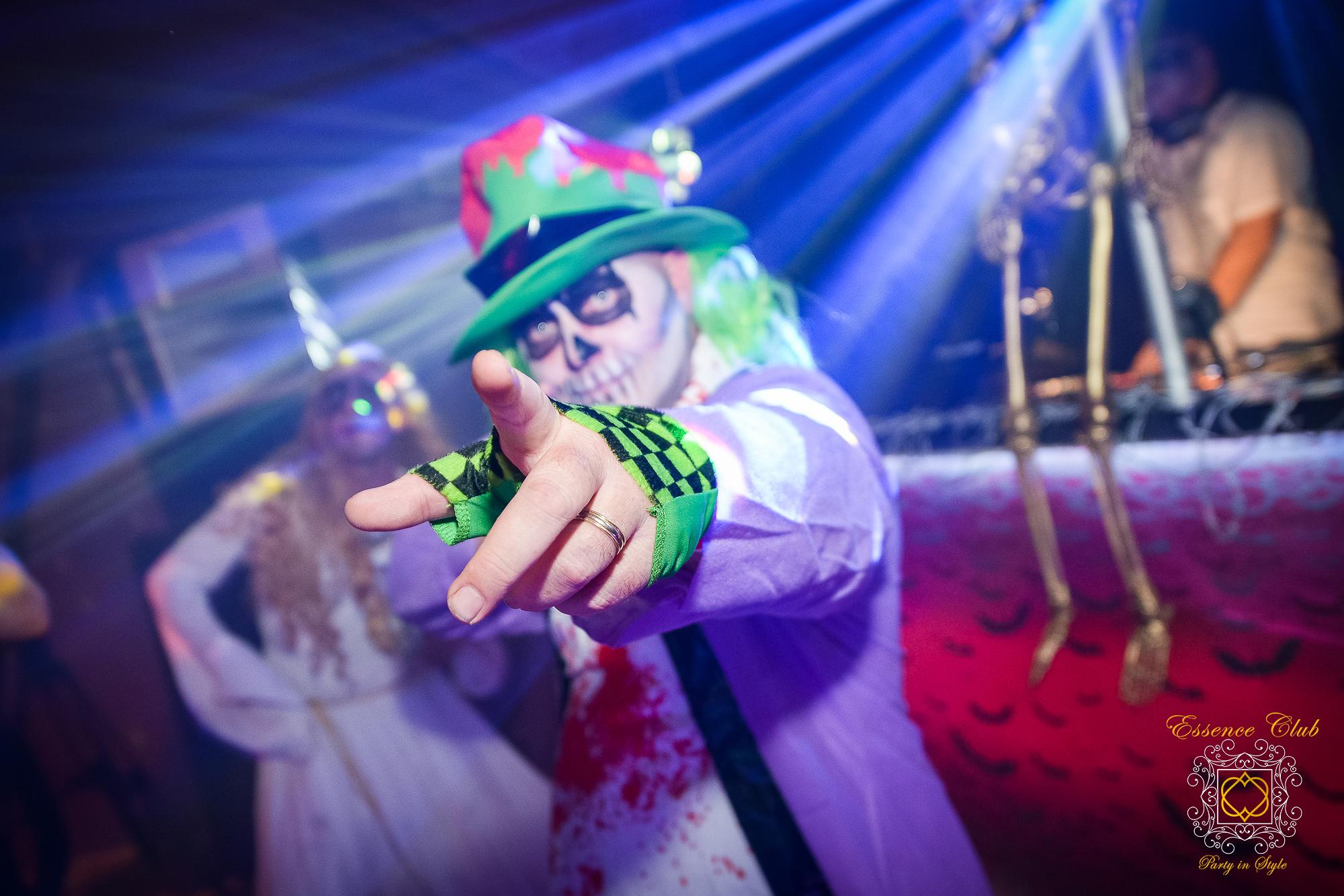 Essence club halloween blur