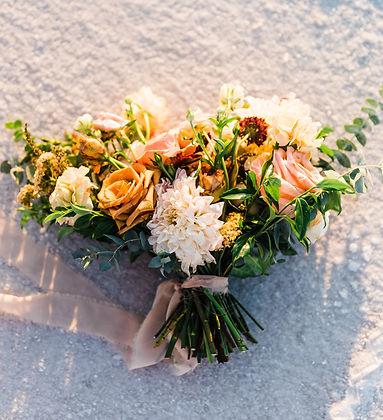 elopement bouquet on the bonneville salt flats