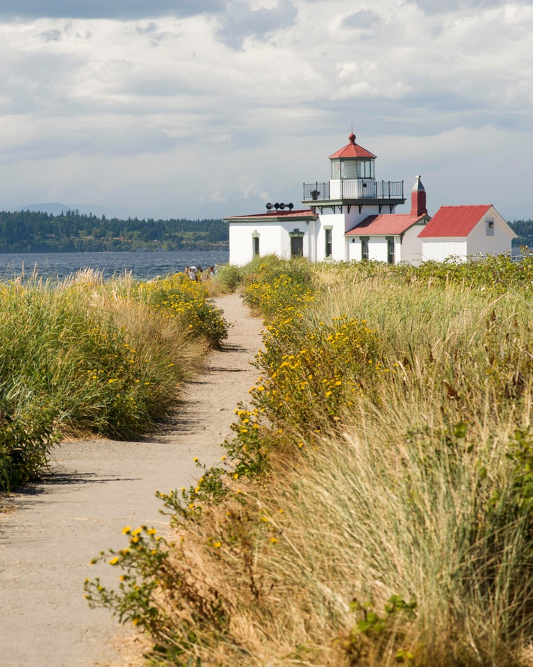 The lighthouse at Discovery Park is a great place for an elopement!