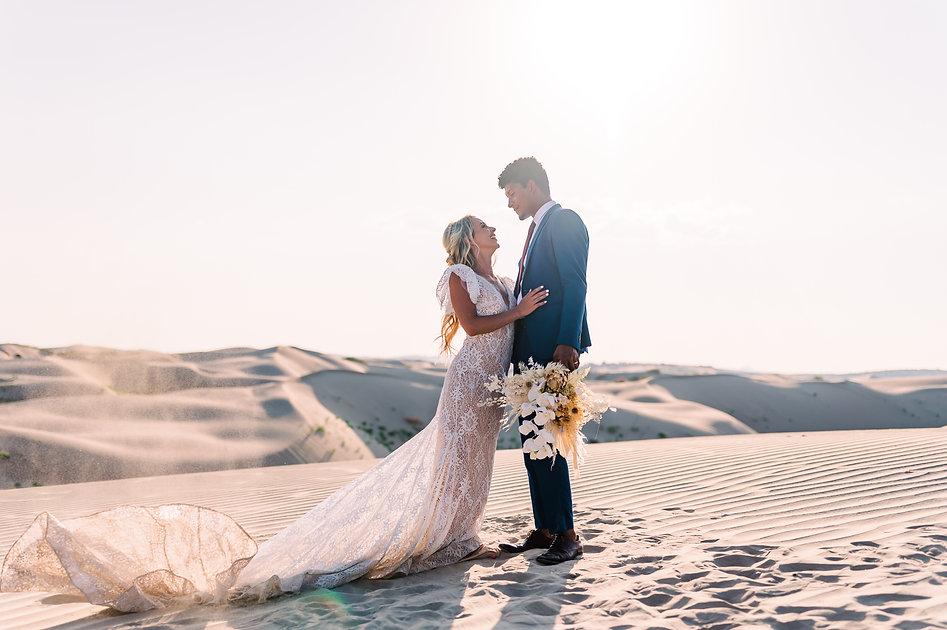 Romantic elopement at the Little Sahara Sand Dunes