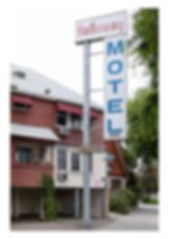 HOLIDAY MOTEL_1.jpg