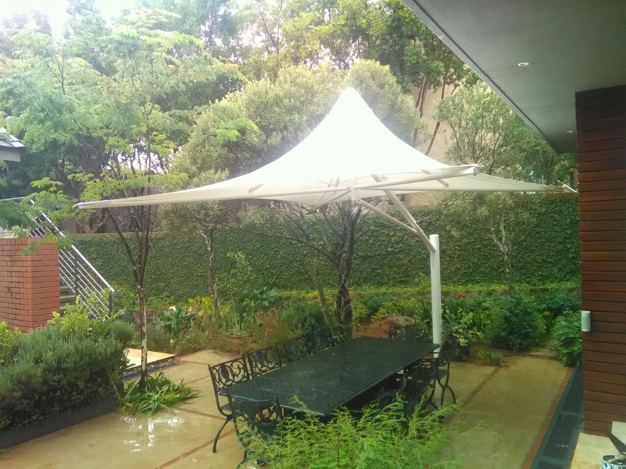 Single Cantilever Umbrella