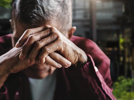 איך לזהות ולמנוע התעללות בקשיש על ידי מטפל סיעודי?