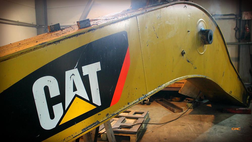 стрела экскаватора CAT 330 до ремонта