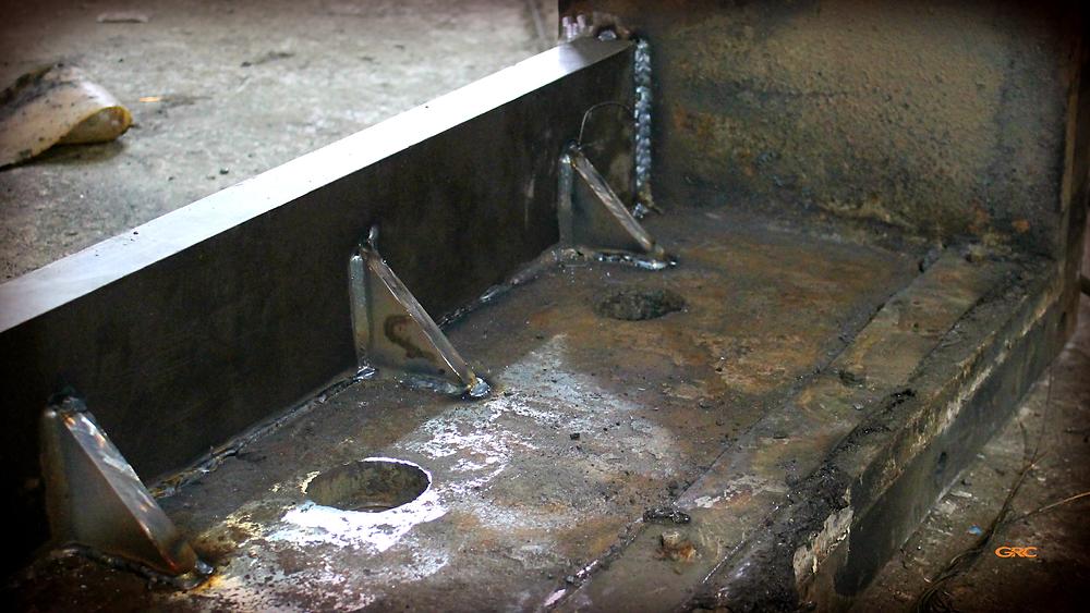приваренные полки на корпус дробилки