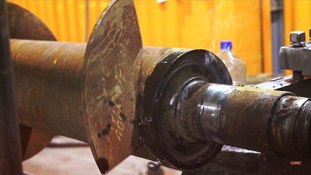 демонтаж хвостовика при помощи токарного станка