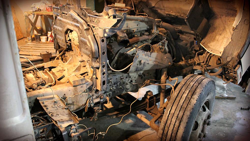 разбираем автомобиль перед началом ремонта рамы