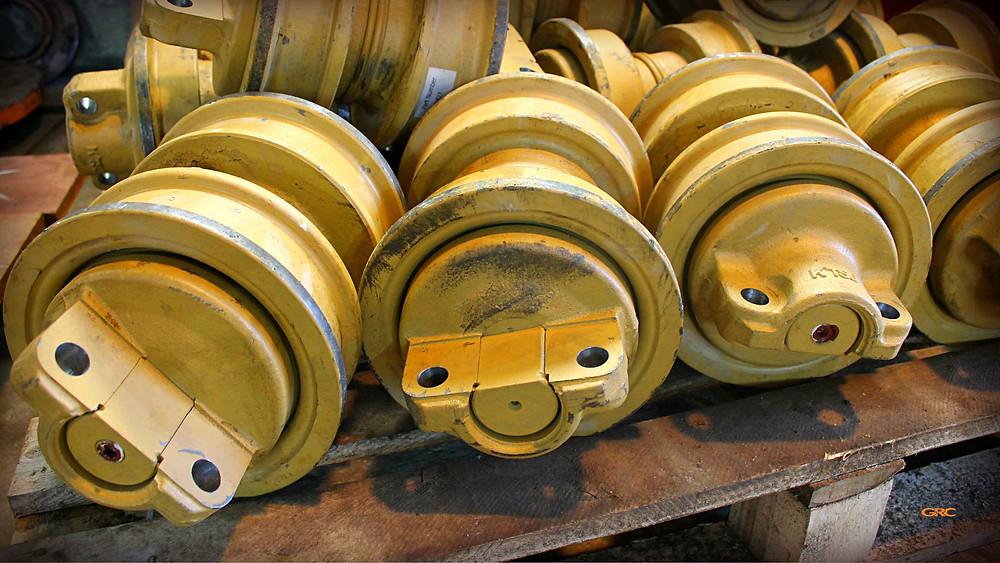 опорные ролики экскаватора KOMATSU после ремонта