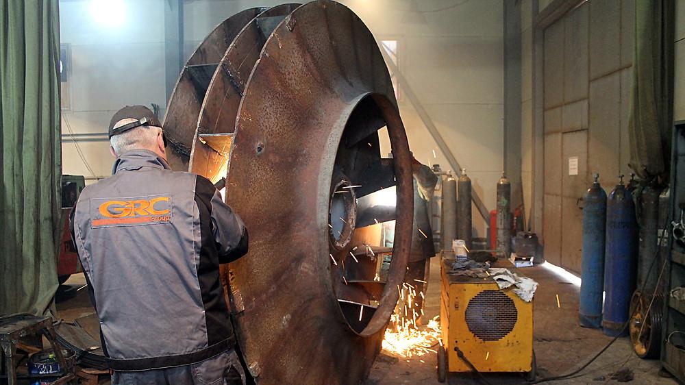 процесс подготовки и сварки плит на крыльчатку бетононасоса