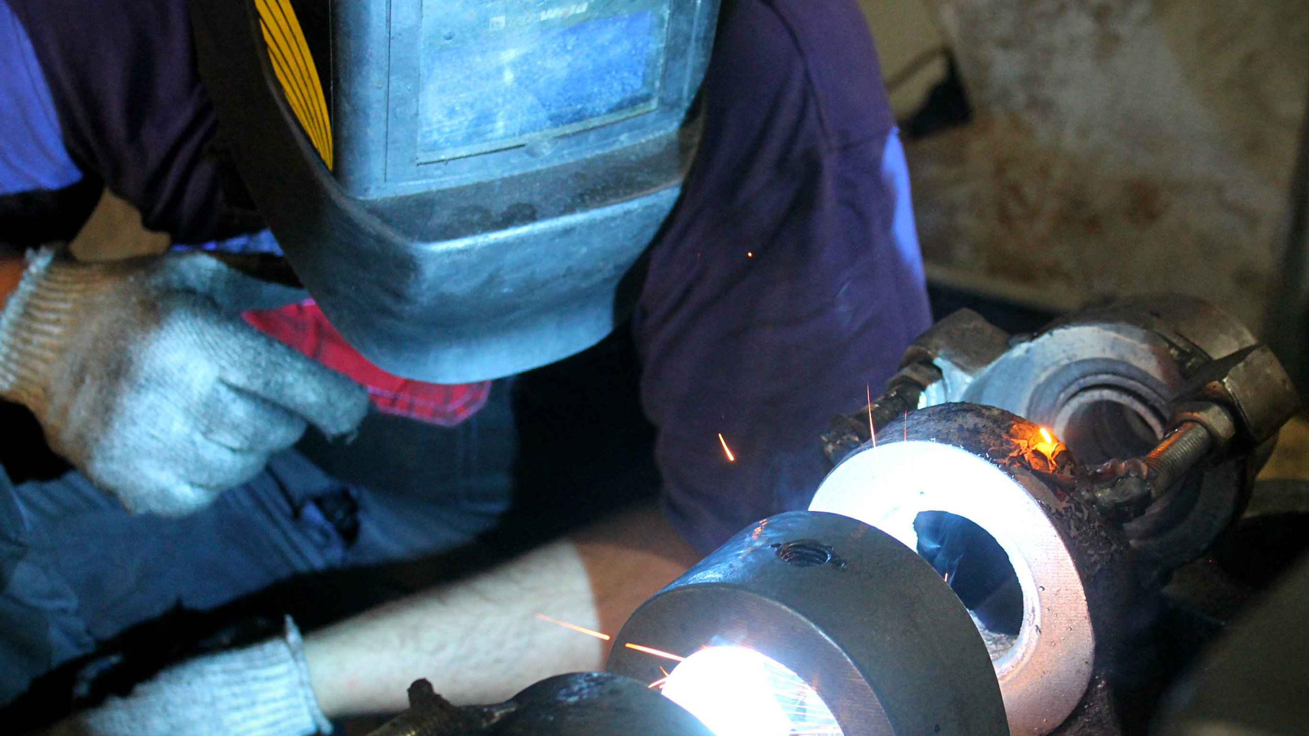 Процесс наплавки металла на проушины