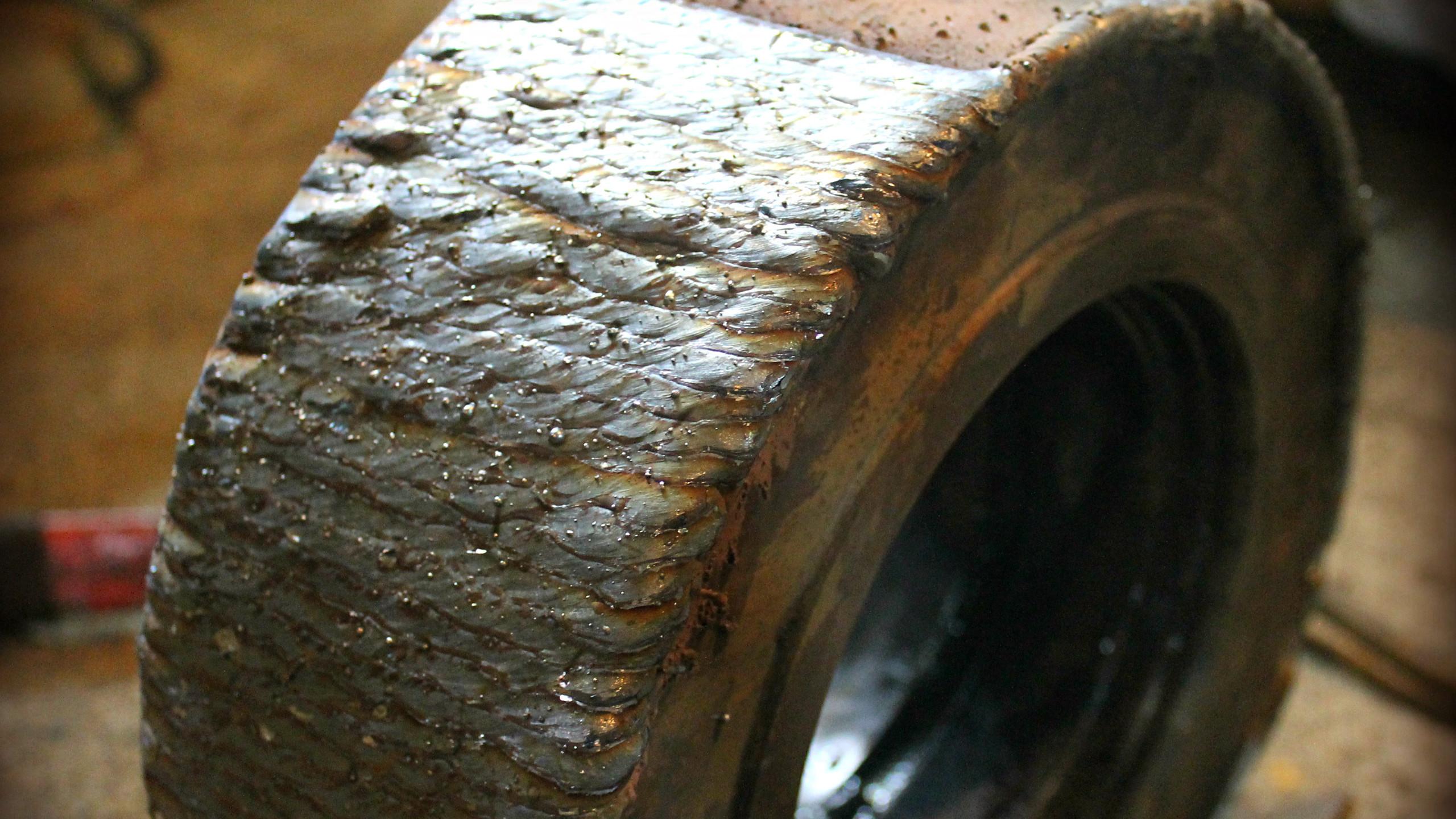 Наплавляем металл на опорные ролики