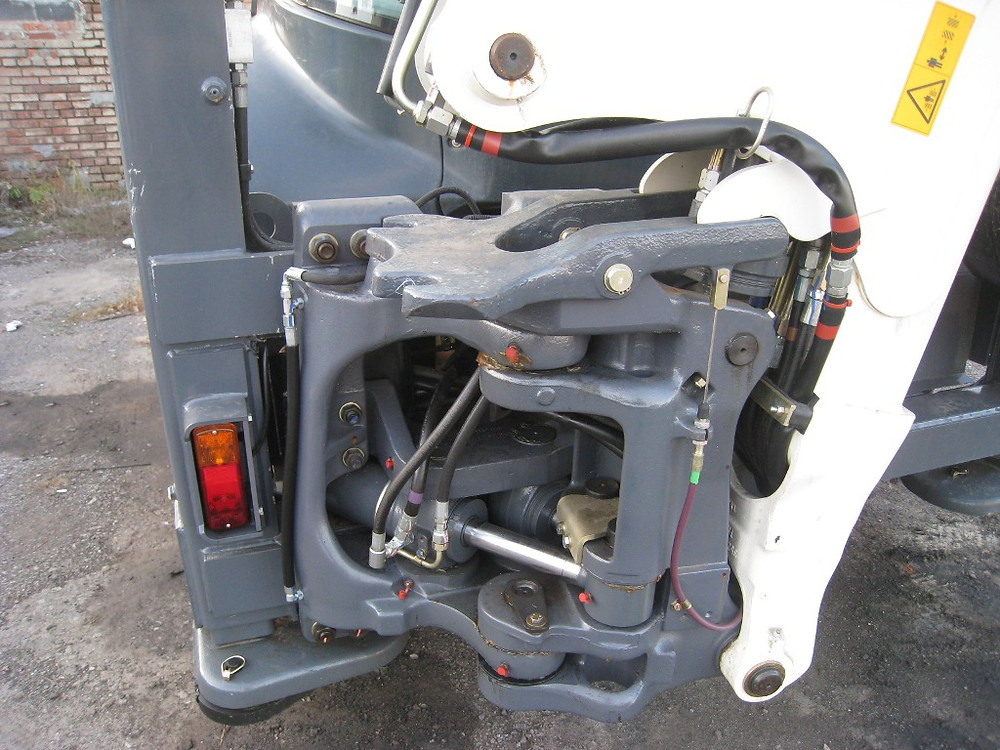 каретка TEREX установлена на экскаватор погрузчик