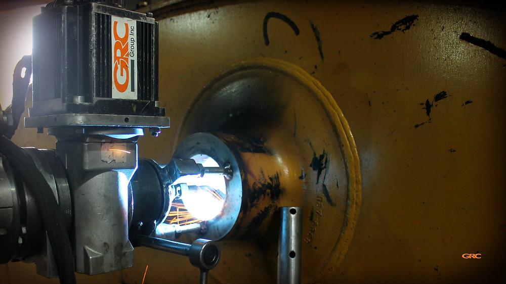наплавляем металл на проушины стрелы экскаватора