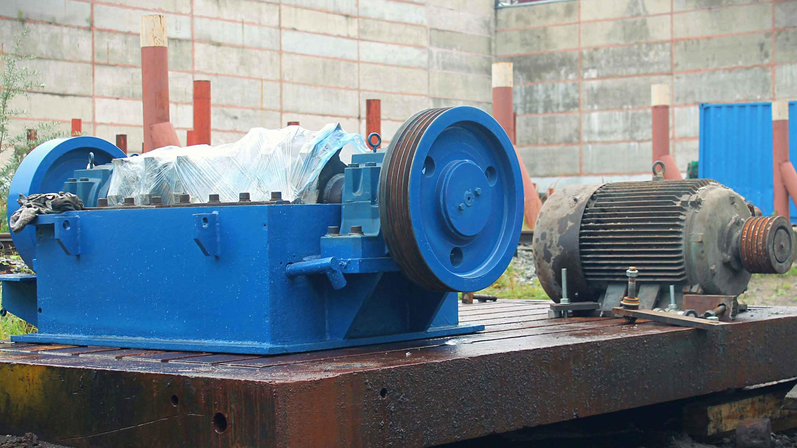 Установка дробилки и двигателя