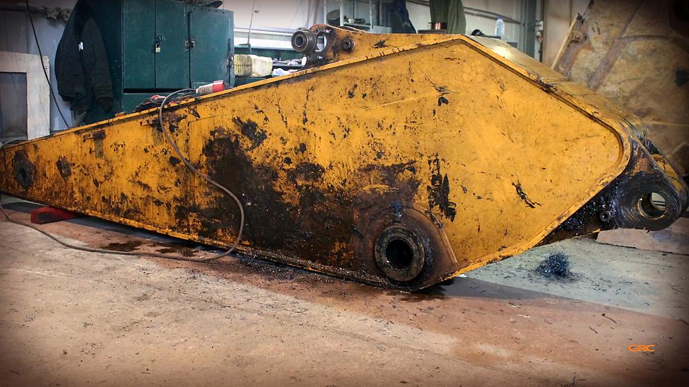 рукоять-стрела экскаватора CAT 330 до ремонта