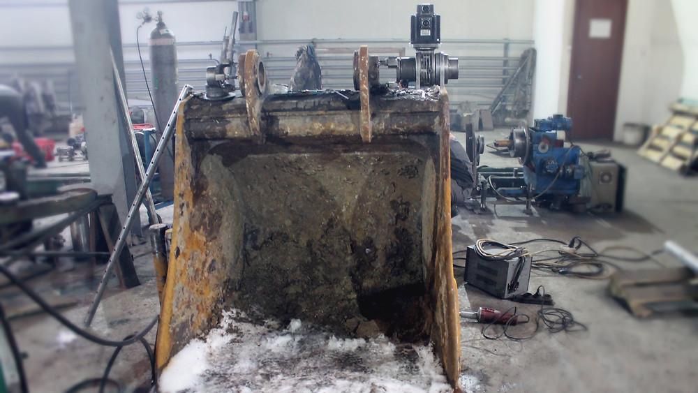 установка кронштейнов и оборудования на проушину ковша экскаватора
