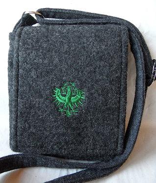 Riemen-Tasche mit Klappe anthrazitgrau mit Adler-Stickerei