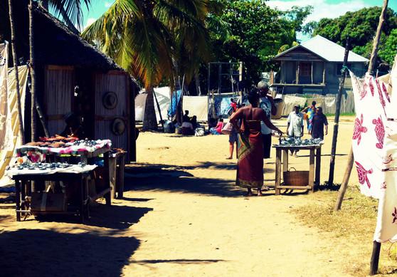 Les rues du village - Floraly Komba