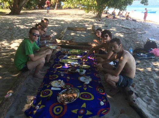 Repas dans le sable