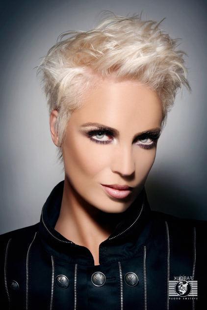 Kısa Saç Kesimi Kadın Pixie
