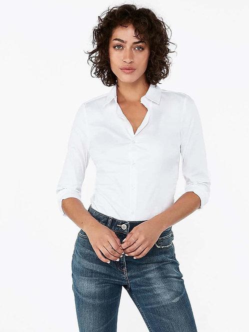 Beyaz gömlek ön