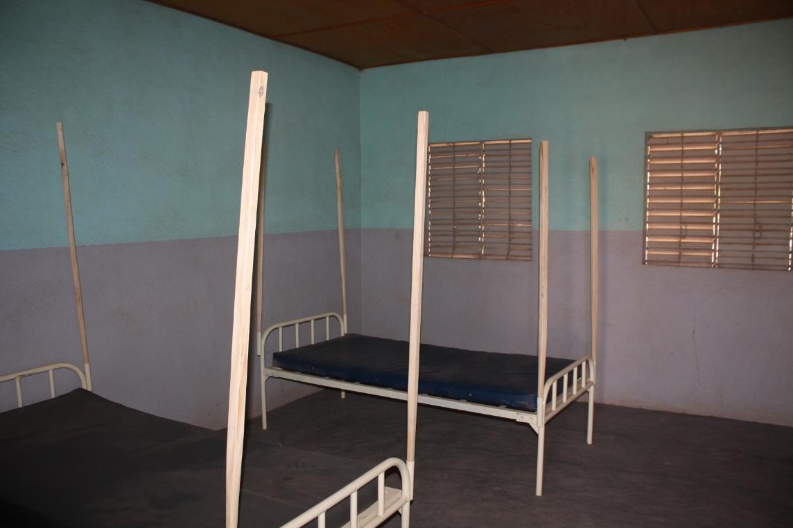 nieuwe bedden, kamer geschilderd