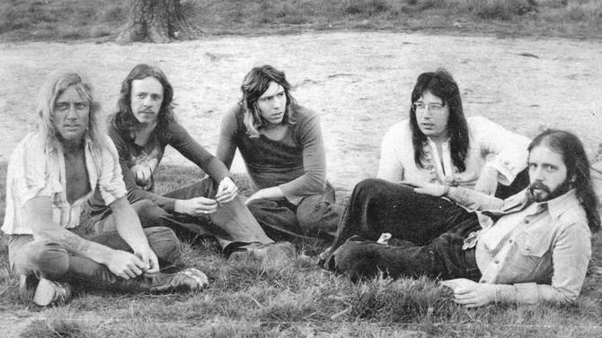CONSORTIUM: cult UK Rock band release vinyl 7-inch single following massive US skateboarding hit!