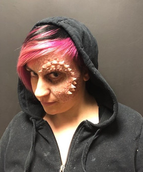 protesi in silicone, la donna drago