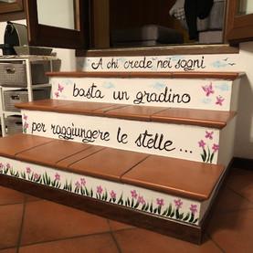 decorazione gradini abitazione privata.j