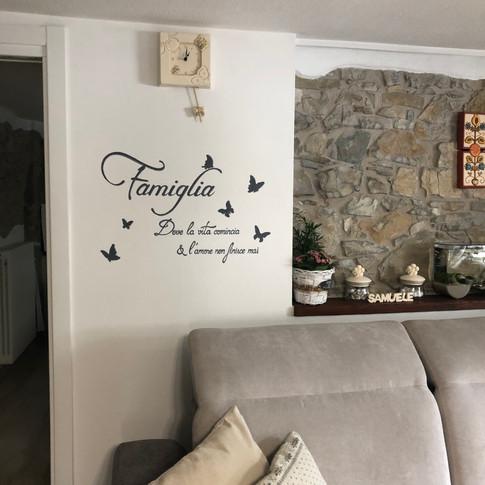 Dipinto su muro con scritta personalizza