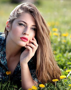 girl-dandelion-yellow-flowers-160699.jpe
