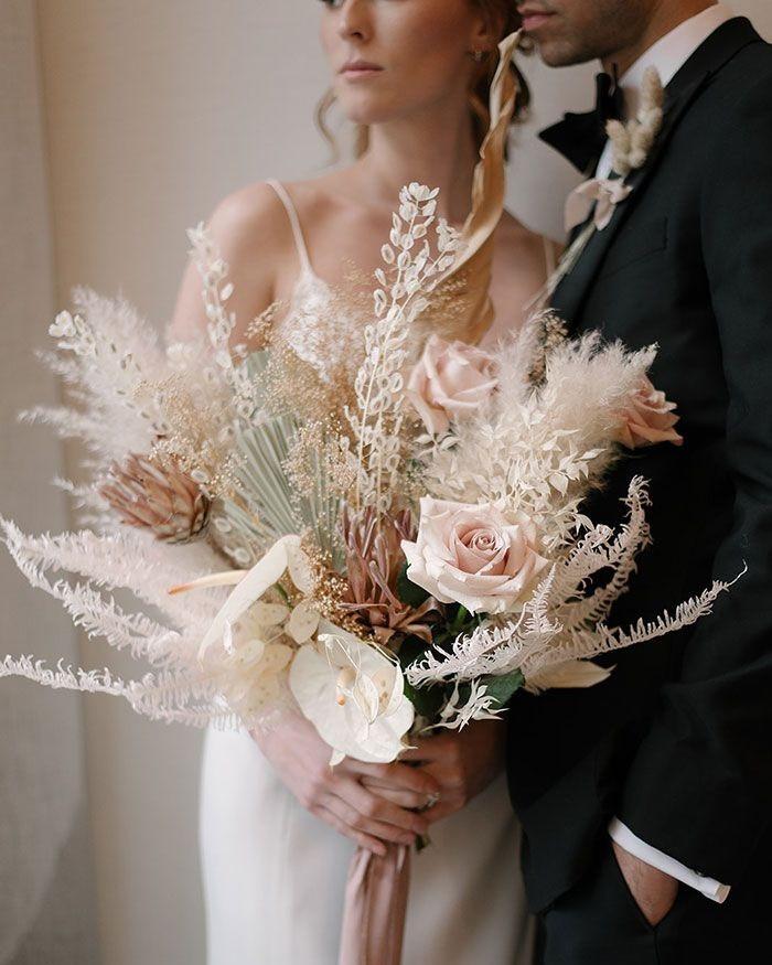 wedding-bride-dried-flowers