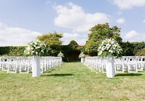 outdoor-field-wedding-ceremony