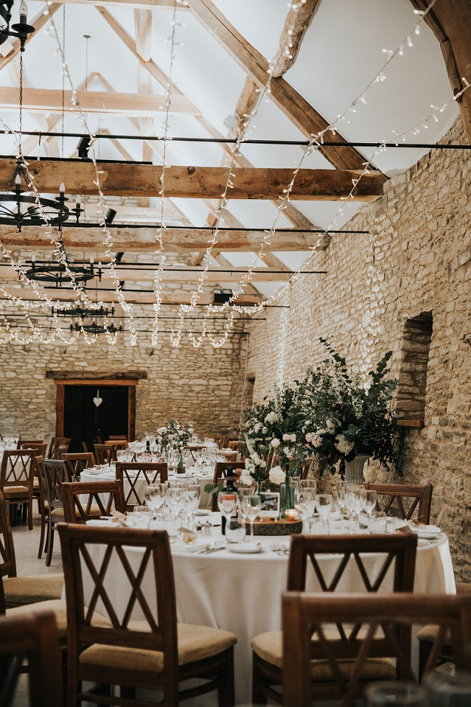 indoor-barn-winter-wedding