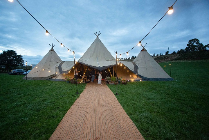 Tipi-outdoor-field-wedding