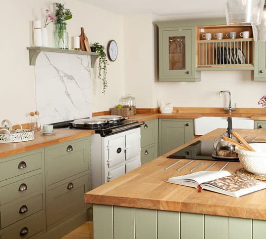 deluxe-oak-worktop-in-kitchen.jpg