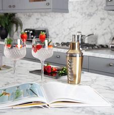calcutta-marble-worktop-in-kitchen.jpg