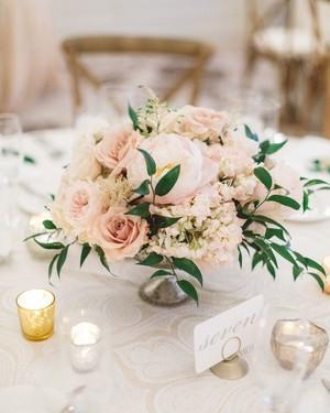 white-wedding-centerpieces-gold-5cceb7a3
