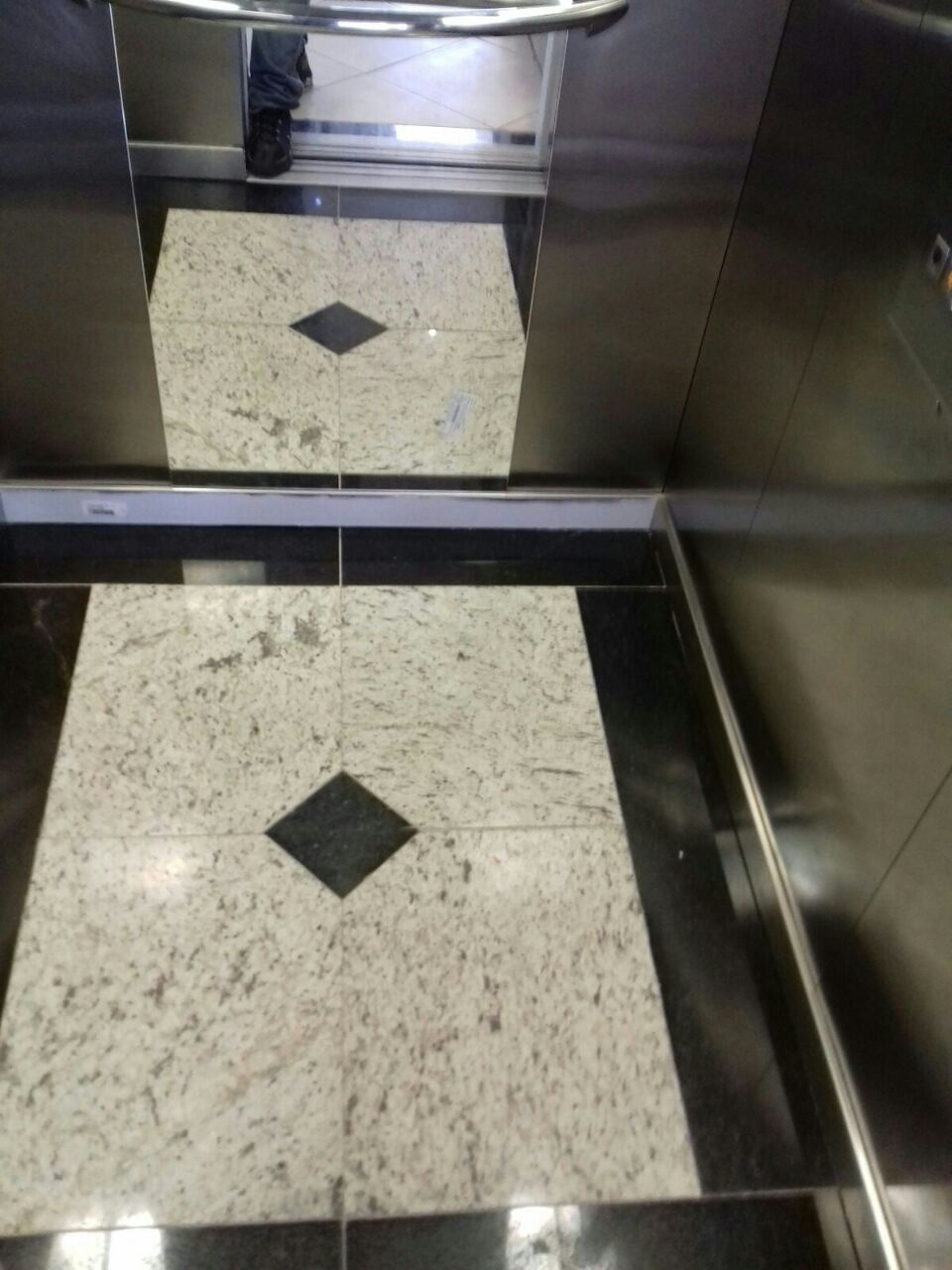 elevador pousada familiar 3