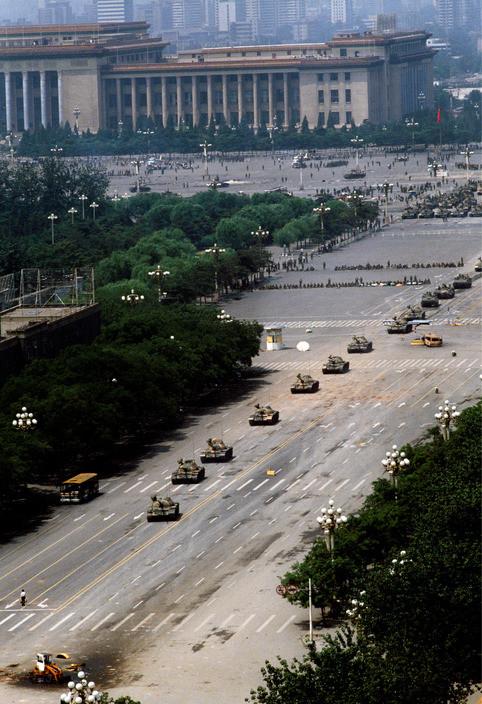 l'auteur Stuart Franklin a pris cette photo quelques instants avant La photo qui aura fait le tour du monde pendant le printemps de pékin en juin 1989