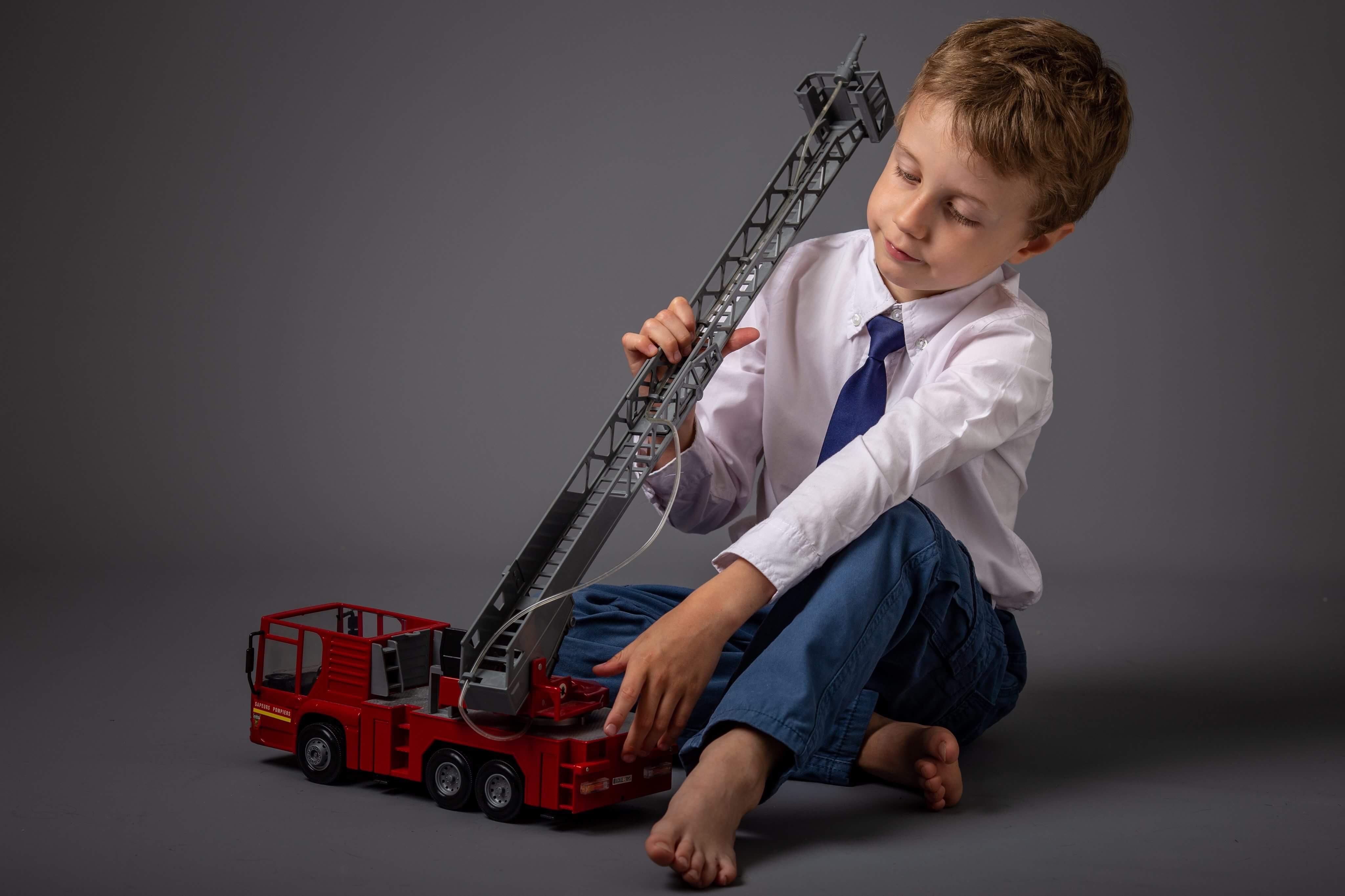 Il joue aux pompiers