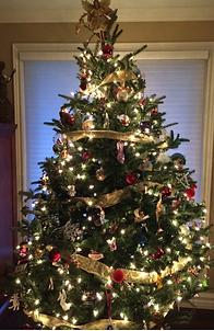 decorated fraser fir Christmas tree in oakville ontario