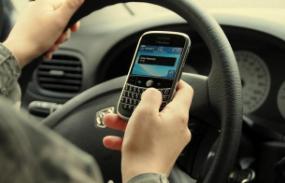 Uso do celular ao volante lidera ranking das causas de acidentes de trânsito